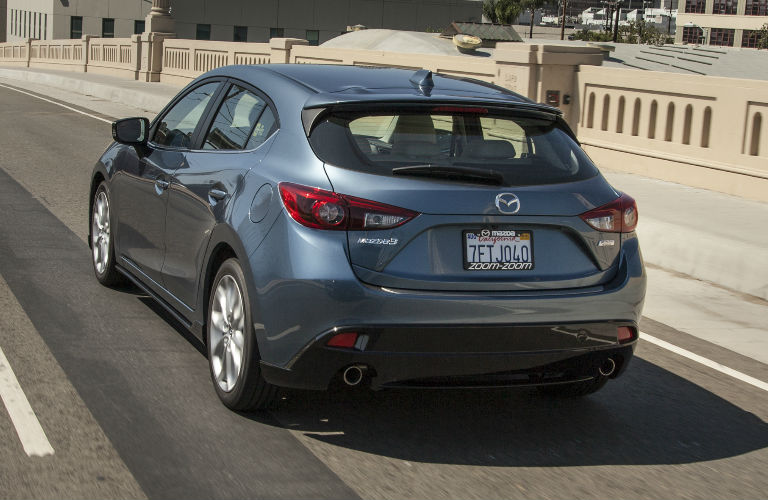 2016 Mazda 3 Hatchback vs 2016 Subaru Outback