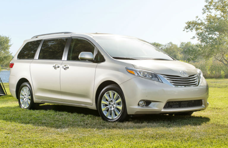 compare honda odyssey and toyota sienna 2015 autos post. Black Bedroom Furniture Sets. Home Design Ideas