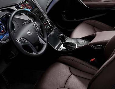 2014 Hyundai Azera interior
